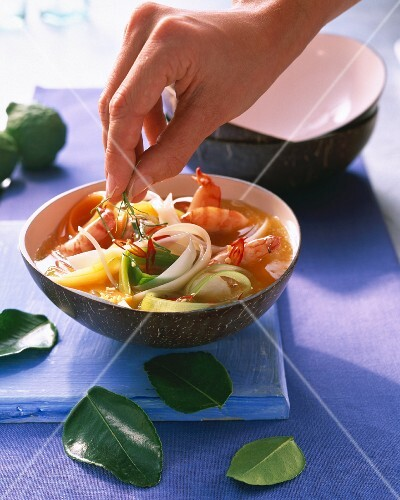 Noodle soup with prawns and lime leaves