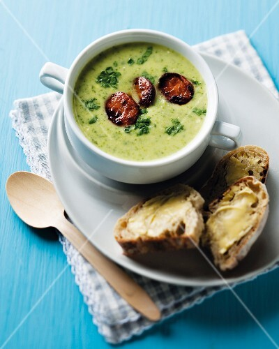 Courgette soup with fried chorizo