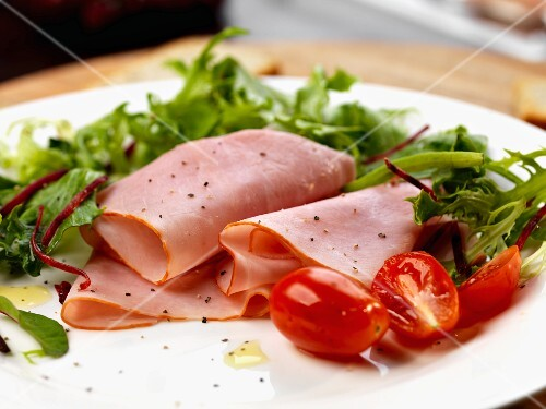 Slices of baked hamwith salad