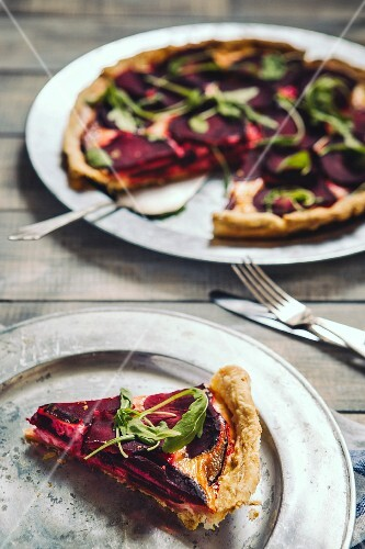 Beetroot tart with mascarpone, sliced