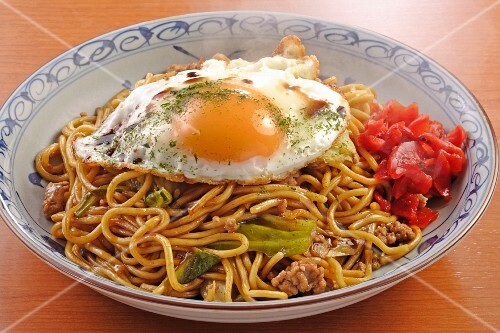 Yakisoba (Japanese noodle dish) with a fried egg