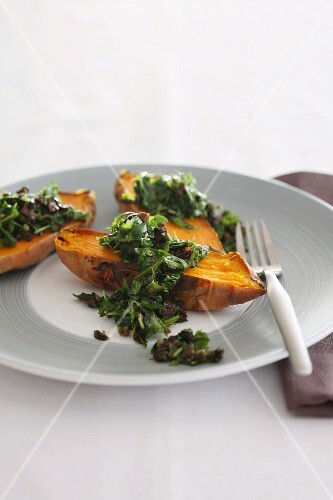 Sweet potatoes with a rocket and mushroom medley