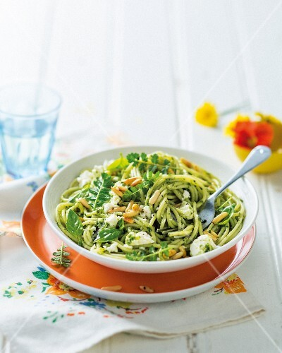 Spaghetti with pesto and feta cheese