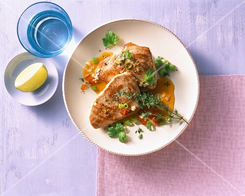 Tuna fish fillets with herbs and a date sauce