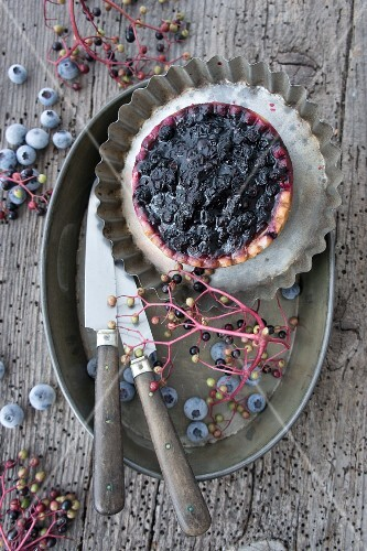 A blueberry and elderberry tartlet (seen from above)
