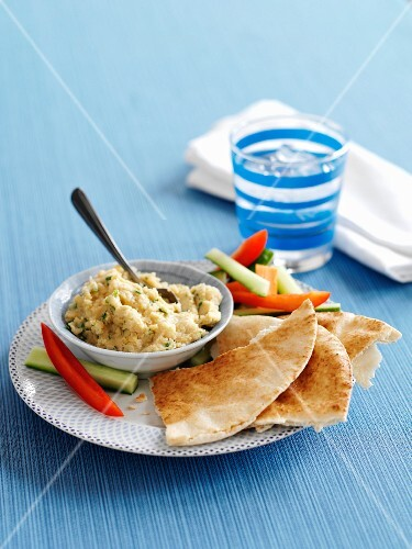 Hummus with lemon and coriander served with unleavened bread and vegetable sticks