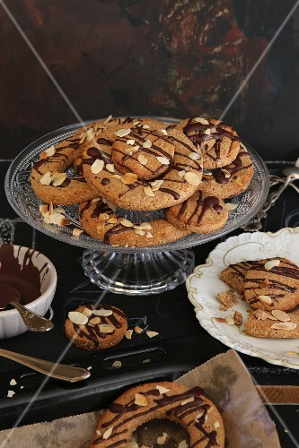 Ring biscuits with almonds and chocolate glaze