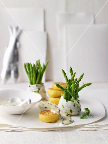 Lemon sole rolls with asparagus and polenta