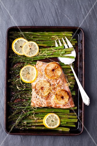 Baked salmon glazed in soya sauce with asparagus and lemon