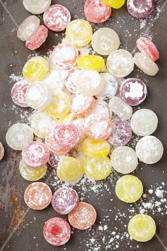 Fruit bonbons with icing sugar