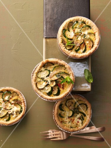 Courgette tart with feta cheese and mint cream