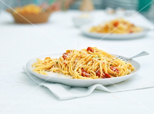 Linguine with slow-roast tomatoes