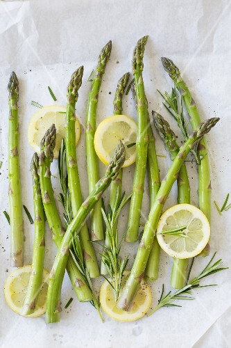Green asparagus with rosemary, lemons, pepper and sea salt