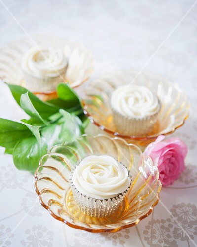 Rose cupcakes with chocolate cream