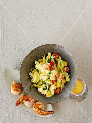 Pasta salad with prawns, asparagus, tomatoes, peppers and apricots
