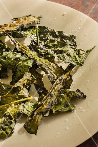 Oven-baked kale leaves with oil, vinegar and salt