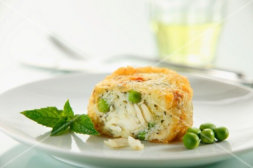 Cod cakes wit peas and peppermint