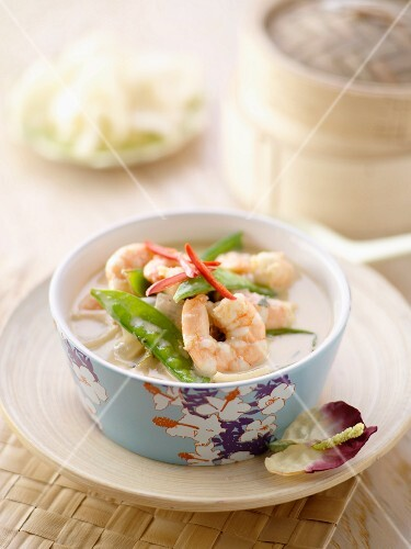 Prawns with mange tout in a coconut sauce