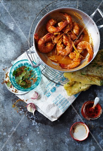 Fiery prawns with unleavened bread