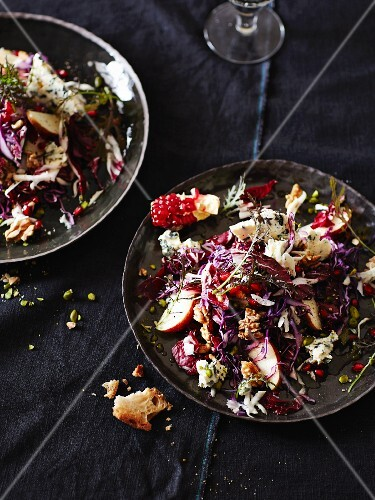 Fruity red cabbage salad with blue cheese