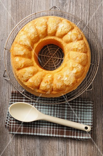 Savoy butter cake wreath