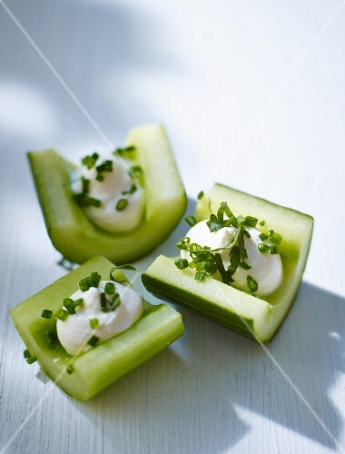 Cucumber canapés with cream cheese
