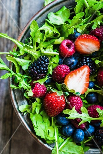 Green salad with rocket and berries