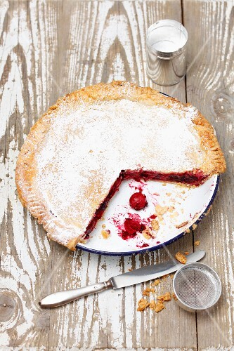 Cherry and redcurrant pie, sliced