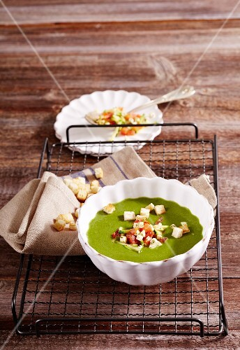 Cream of lamb's lettuce soup