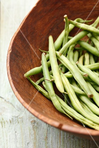 Green beans in a wooden bowl