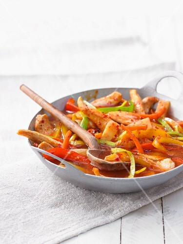 Stir-fried chicken with peppers