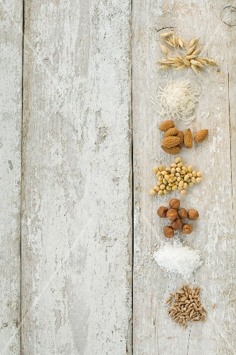 Grains, nuts and soya for making lactose-free milk