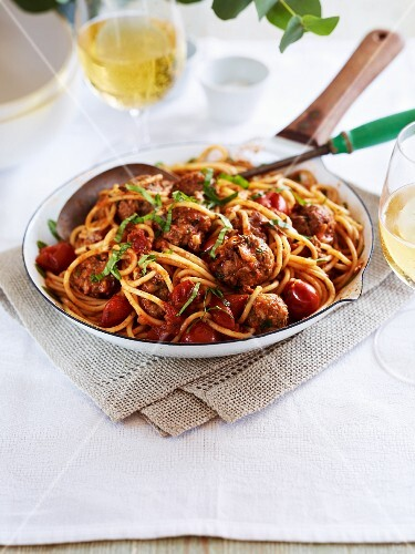 Spaghetti with meatballs and tomatoes