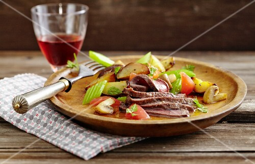Warm steak salad with potatoes and tomatoes