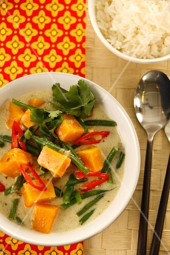 Vegetable curry with pumpkin, chilli and green beans