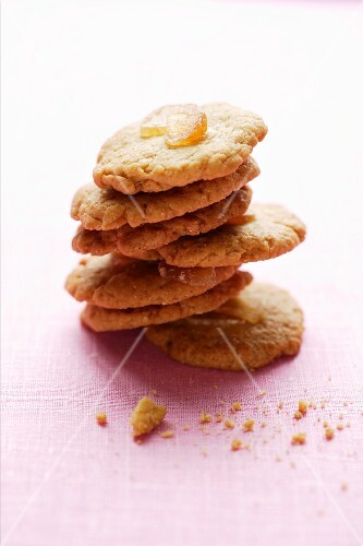 Ginger biscuits with maple syrup