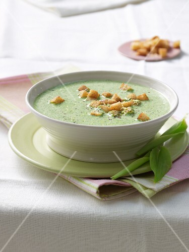 Cream of wild garlic soup with croutons