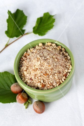 Whole and grated hazelnuts