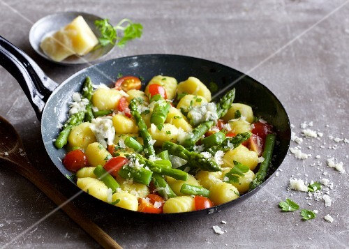 Fried gnocchi with green asparagus and cherry tomatoes