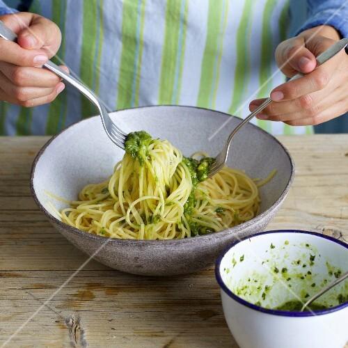 Spaghetti with a quick basil pesto
