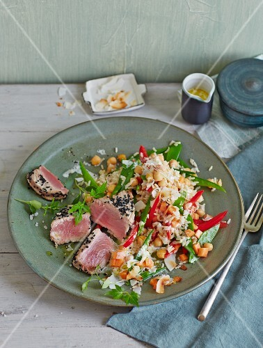 Rice salad with chickpeas and grilled black caraway tuna fish