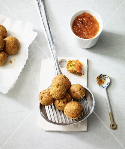 Fried Jerusalem artichoke balls with grapefruit chutney (vegan)