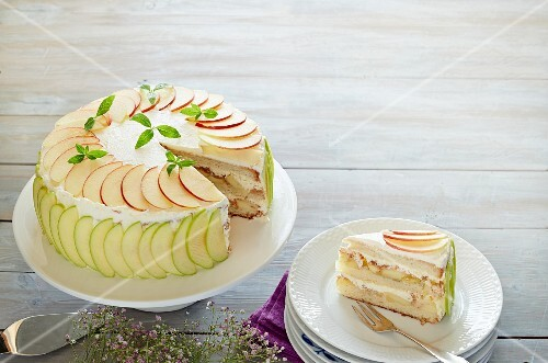 Creamy apple and mint cake