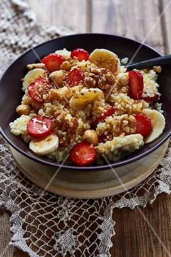 Millet with banana, strawberries and honey