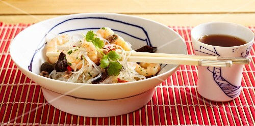 Glass noodle salad with minced meat and prawns