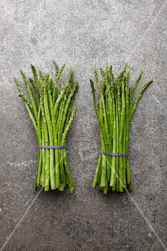Two bundles of fresh green asparagus (seen from above)