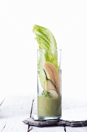 An iceberg lettuce, banana and pear smoothie