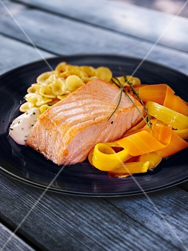Salmon with carrots, pasta and horseradish cream