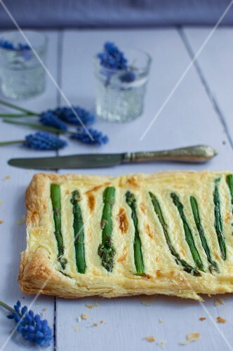 Puff pastry tart with cheese sauce and asparagus