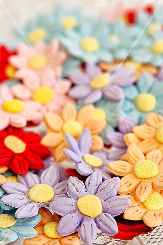 Cake decorations - coloured fondant daisies